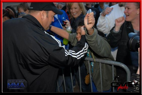 Kevin James putting down even on a fans face - Here Comes the BOOM Red Carpet Premier in Denver Oct 4th