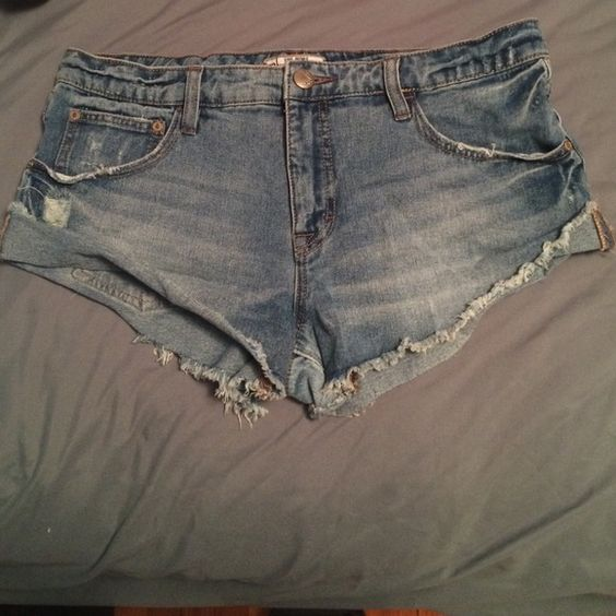 Free People jean shorts So cute! Never worn! Great for summer Free People Shorts Jean Shorts