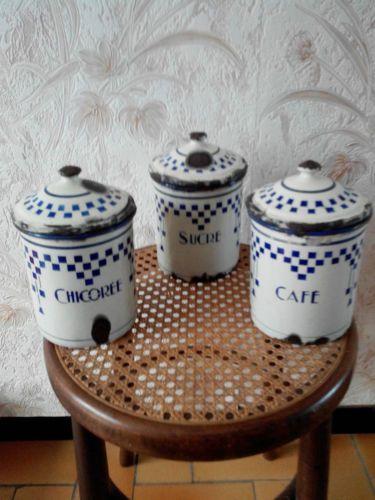 serie de 3 pots a epices emailles anciens decor lustucru cafe chicoree sucre pots a epices. Black Bedroom Furniture Sets. Home Design Ideas