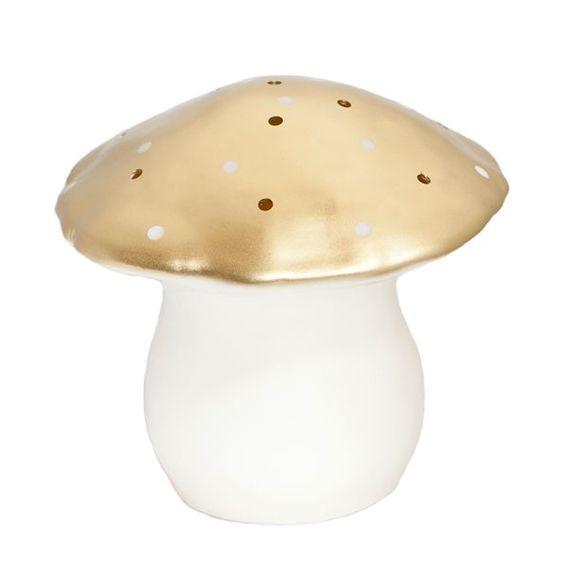 Cette lampe veilleuse grand champignon doré Egmont Toys offre un monde de rêves et de tendresse! Elle permettra aux petits de s'endormir paisiblement, sans crainte et décorera également à merveille leur chambre ou toute autre pièce de la maison.