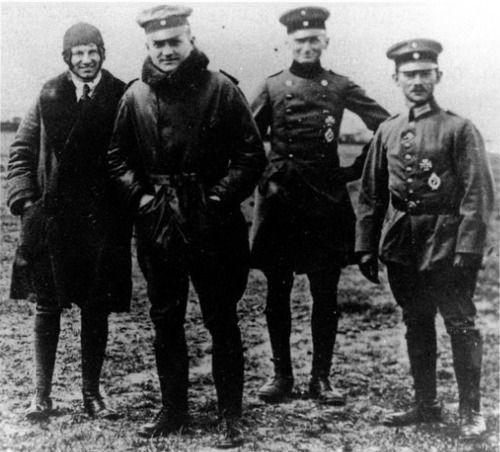 (from left to right) Anthony Fokker, Manfred von Richthofen, Kurt Wolff, Alfred Gerstenberg