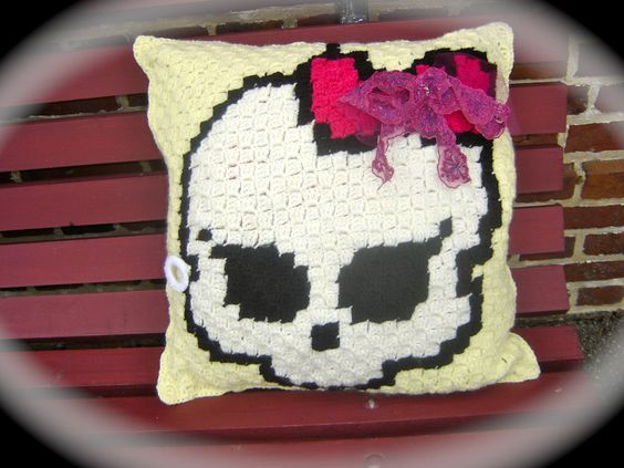 halloween skull coussin t te de mort fille fait main au crochet cr nes filles et crochet. Black Bedroom Furniture Sets. Home Design Ideas