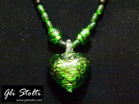 Collana Artigianale in Vetro Soffiato di Murano e Tormalina con Ciondolo a Cuore. Vai al link per tutte le info: http://glistolti.shopmania.biz/compra/collana-artigianale-in-vetro-soffiato-e-tormalina-verde-con-elemento-a-591 Gli Stolti Original Design. HandMade in Italy. #glistolti #moda #artigianato #madeinitaly #design #stile #roma #rome #shopping #fashion #handmade #handicraft #handcrafted #style #bijoux #natale #christmas