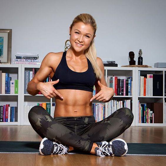 Hi Ihr! 🙌 viele von euch fragen mich, was ich für meinen Bauch mache ❓❔❓ Meine 🔝 3 Lieblingsübungen sind derzeit 1. negativ Crunches 2. Beinheben und 3. Klappmesser 💪 Danach sind die Abs On Fire!!! 😁🔥🔥🔥 Gebt Vollgas im Gym - eure Sophia 😘