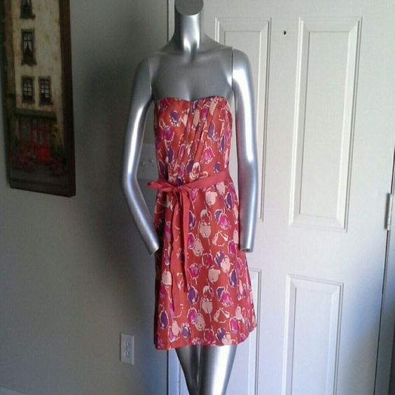 AmericanEagleOutfitters strapless dress This dress is too cute!   It has a hint of metallic gold throughout.   Zips on the side. 95 % polyester, 5 % metallic. AmericanEagleOutfitters Dresses Strapless