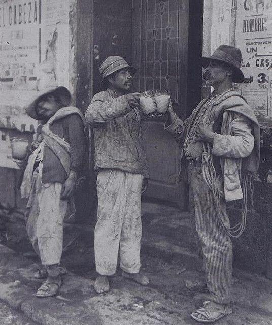 México D. F., 1910.  Pulquería.  Autor: Hugo Brehme.: