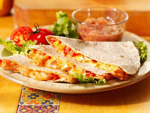 Quesadillas - Toastinettes mozza , cheddar, emmental + poulet + sauce mexicaine fajitas