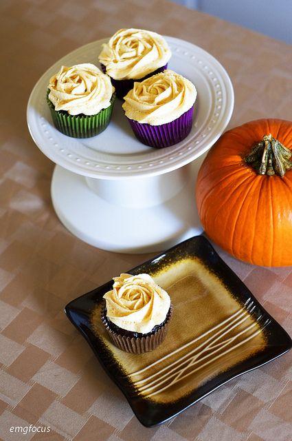 Double chocolate pumpkin cupcakes with pumpkin spice buttercream ...