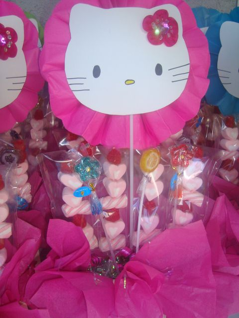 hello kitty centerpieces with paper rosette