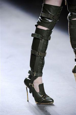 Botas recortadas e loafers dividem atenção nos desfiles de NY   Chic - Gloria Kalil: Moda, Beleza, Cultura e Comportamento