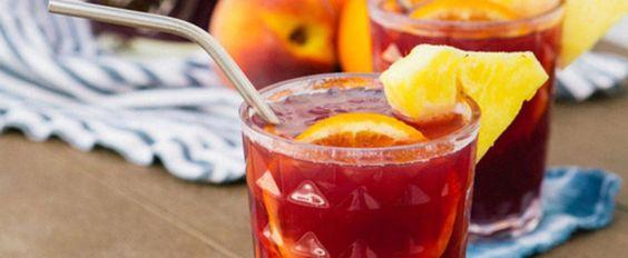 Boire de la sangria sur une terrasse, alors qu'il fait 30 degrés Celsius est probablement le «sport» préféré des Québécois.