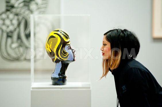 1361192966-lichtenstein-a-retrospective-exhibition-opens-at-tate-modern_1808944.jpg (800×532)