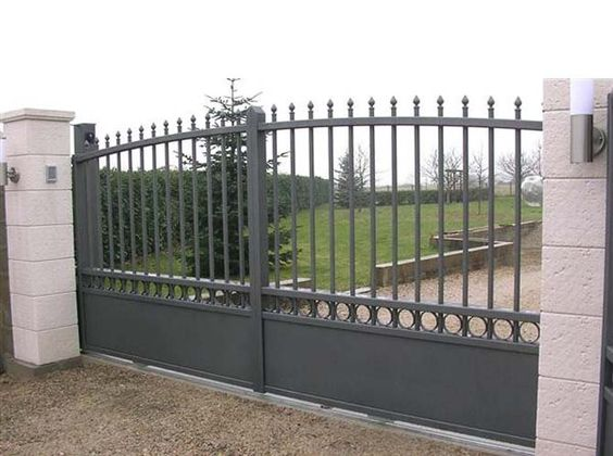 En fer forg en aluminium en bois ou en pvc le portail for Photos portail fer forge moderne