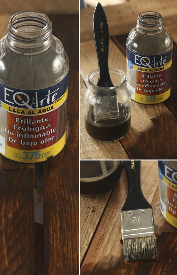 La Laca al Agua EQ Arte es un producto al agua, ideal para realizar pátinas, de muy fácil aplicación. En un solo paso usted podrá sellar, colorear y dar brillo, sobre superficies absorbentes. Es muy utilizado sobre muebles y objetos de madera ( pino, álamo, fibrofácil, etc). Puede ser aplicada con pincel, rodillo, esponja, etc. Su rendimiento es de 4 a 5 m para una cantidad de 375 cc. del producto.
