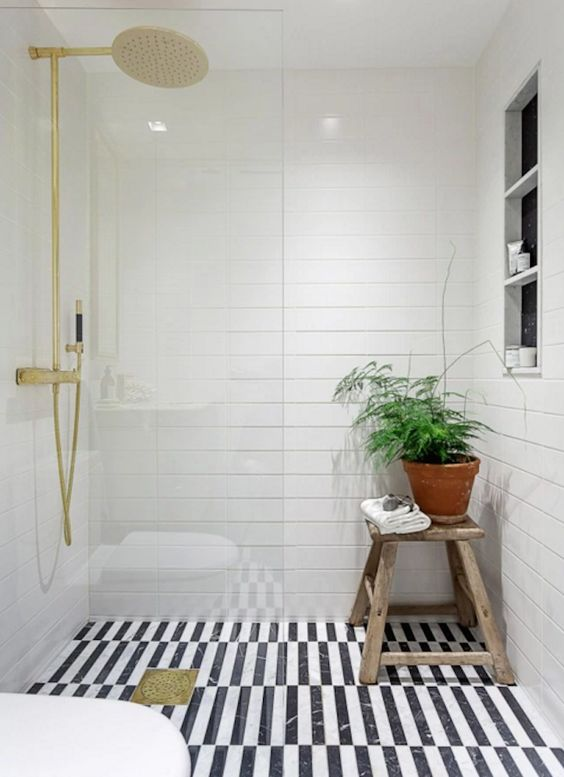 Love the tile choices for the floor and walls in this gorgeous black and white bathroom #bathroomdecor