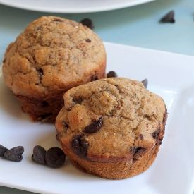 A simple and healthy Banana Chocolate Chip Muffin recipe. NO butter, NO oil, and NO refined sugar, but absolutely delicious!