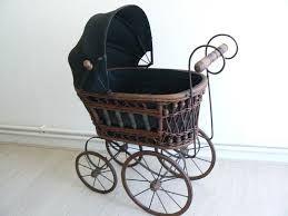 prachtige antieke poppenwagen.