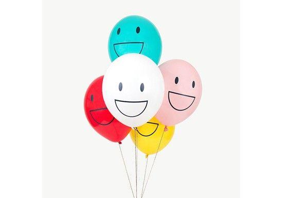 Un lot de 5 ballons Happy Faces imaginés par My Little Day.Ces ballons sont idéals une décoration d'anniversaire, de carnaval ou de boum. Ils s'accordent parfaitement avec le reste de la collection Happy Facespour une super fête !