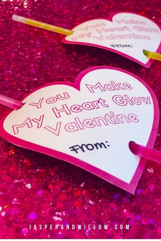 Be sure to check out this easy Valentine template printable for kids. This Valentine for kids school with glow sticks is the perfect non food option. And such and easy DIY Valentine for kids to make too! #valentinescards #valentinecrafts