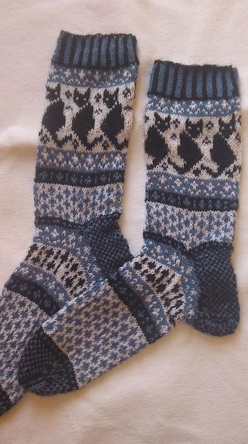 Knitting Pattern For Cat Socks : Black cats, Ravelry and Sock on Pinterest