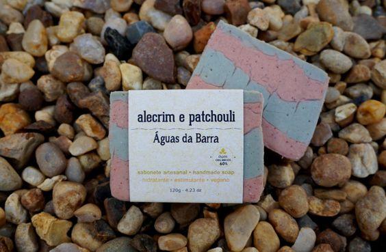 Sabonete artesanal Alecrim e Patchouli. Vegano, 60% de óleos orgânicos, cold process.