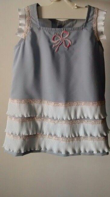 Vestido volantes bordado lazo