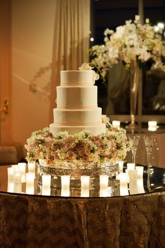 Wedding cake idea; Featured Photographer: Jessica Lindberg Photography