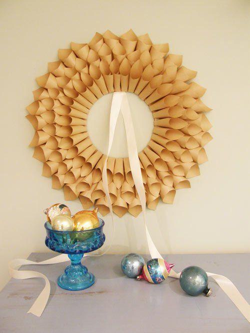 Tutorial corona de navidad con cucuruchos de papel - Manualidades con papel navidenas ...