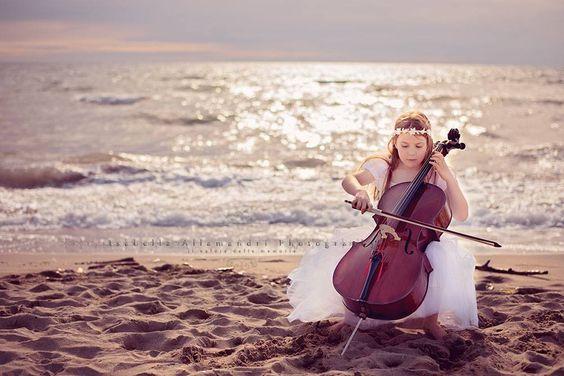 La piccola violoncellista - Servizi fotografici bambini Toscana