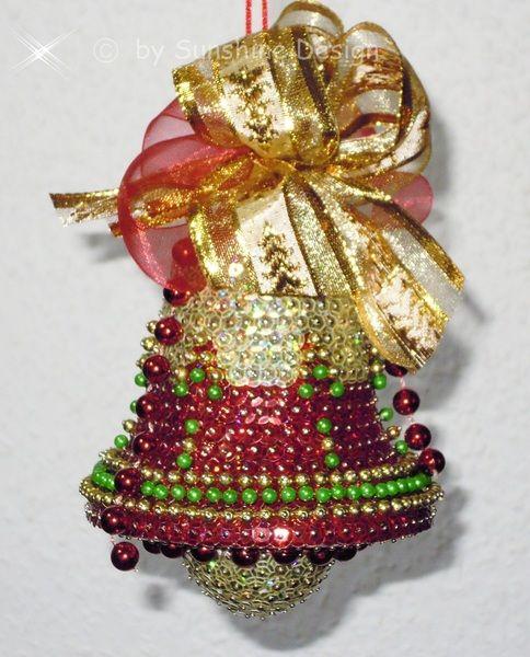 Auch diese Weihnachtsglocke wurde von mir in liebevoller Handarbeit nach eigenen Ideen gestaltet.    Ein absolutes Highlight in Ihrer Dekoration.
