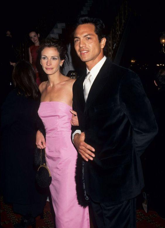 Pin for Later: Retour Sur la Fois où Ces Couples de Célébrités Se Sont Affichés en Public Pour la Première Fois Julia Roberts et Benjamin Bratt en 1998