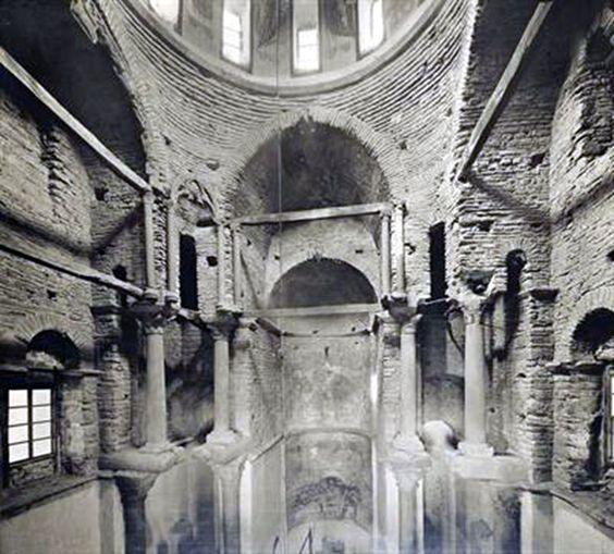 Άρτα, Ήπειρος. Το εσωτερικό του ναού της Παναγίας της Παρηγορήτισσας, Φωτογραφία του Carl Siele, 1910. Εκτέθηκε στη Διεθνή Έκθεση της Ρώμης του 1911
