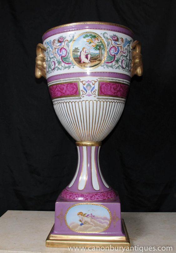 German dresden porcelain urn vase rams head handles for Vase antique romain