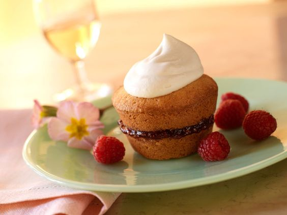 Almond Layer Cupcakes with Raspberries and Jam - and a little liqueur