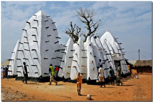 GUINEAN  The 13th century Larabanga mosque: