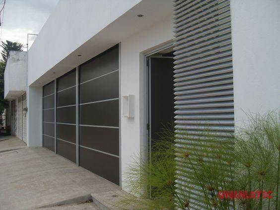 Fachada con porton y puerta de alucobond alucobond - Puertas de metal para casas ...