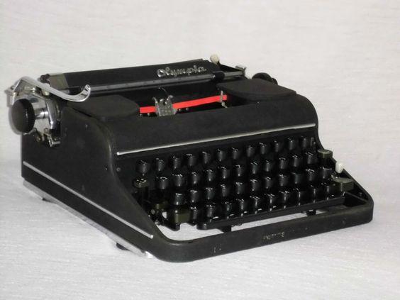 Alte mechanische Schreibmaschine Olympia SM 1 Orbis mechanical typewriter