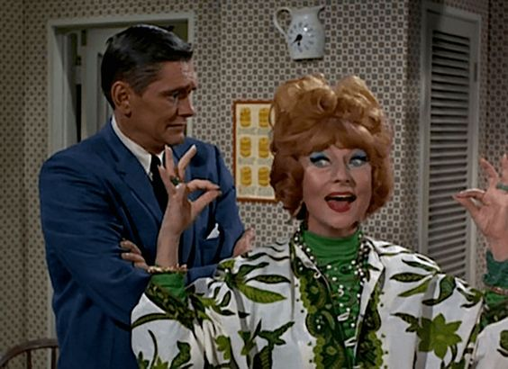 Darrin may have despised Endora on the show, but the two were great friends off-camera. In fact, Moorehead was closer to York than any other cast member.: