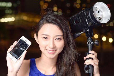 特別企画:世界初!iPhoneで操作できるモノブロックストロボを試す - デジカメ Watch