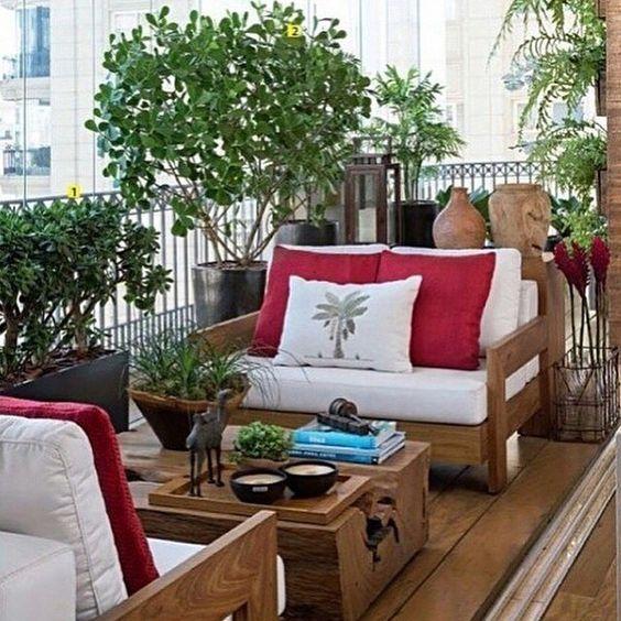 Hello sábado   Ótimo final de semana a todos!!! Apesar de estreito, este terraço foi muito bem aproveitado, com mobília e jardim na medida certa! Projeto @deboraaguiararquiteta #goodmorning #bomdia #bonjour #buenosdias #arquitetura #jardim #landscape #paisagismo #decor #apartamento #instagood #photo #instagram #decoracao #decora #arquiteta #blogger #furniture #inspiration #estilo #instadaily #blogfabiarquiteta #dicasdafabi #fabi #fabiarquiteta  www.fabiarquiteta.com