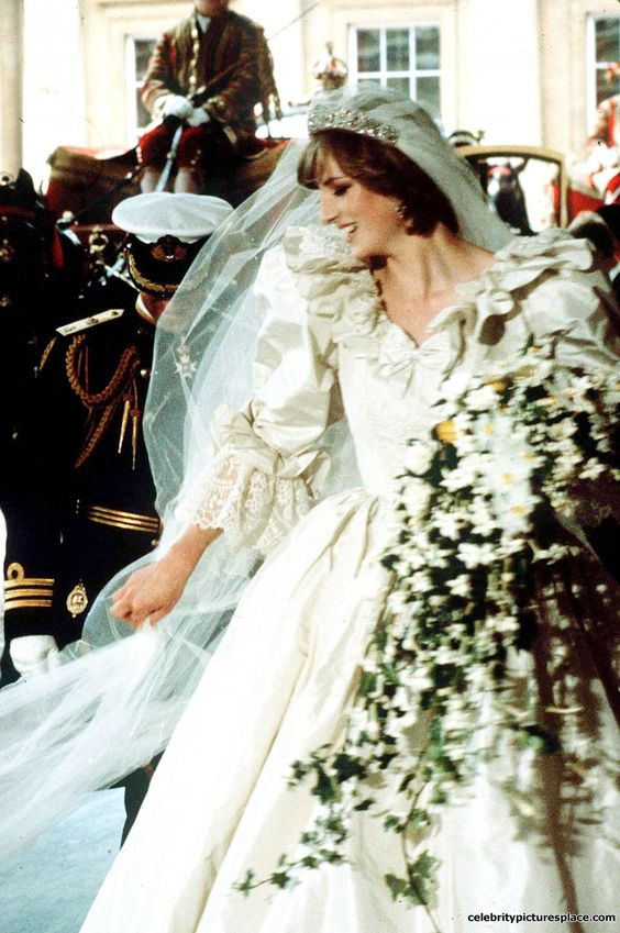 princess diana honeymoon diana on her wedding day in. Black Bedroom Furniture Sets. Home Design Ideas