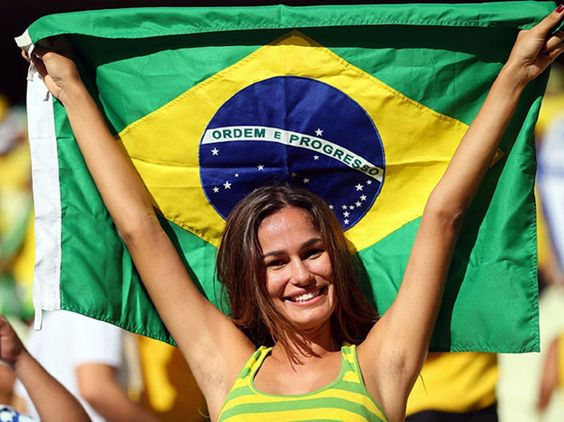 Mulheres brasileiras dão um show   http://esportes.r7.com/futebol/copa-do-mundo-2014/festa-na-sua-casa/fotos/mulheres-brasileiras-dao-um-show-durante-os-jogos-da-copa-24062014#!/foto/1
