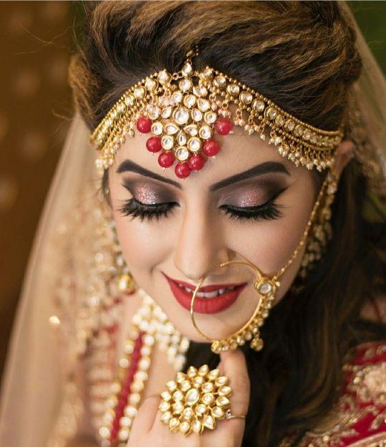 Best Bridal Jewelry For Round Face Pakistani Pret Wear In 2020 Bridal Makeup Looks Pakistani Bridal Makeup Bridal Makeup Wedding