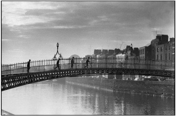 Henri Cartier-Bresson Dublin. The river Liffey.