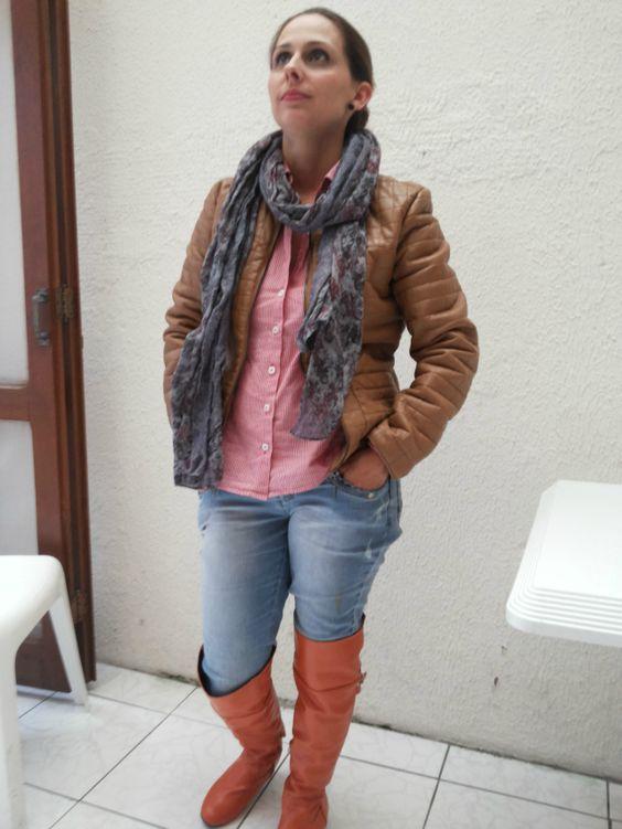 FEMINA - Modéstia e elegância: Brown leather jacket + scarf + destroyed jeans + over the knee boots
