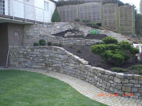 Mauer, Garten, Baum, gemauertes Beet, Trockenmauer, Naturstein - sitzplatz im garten mit steinmauer