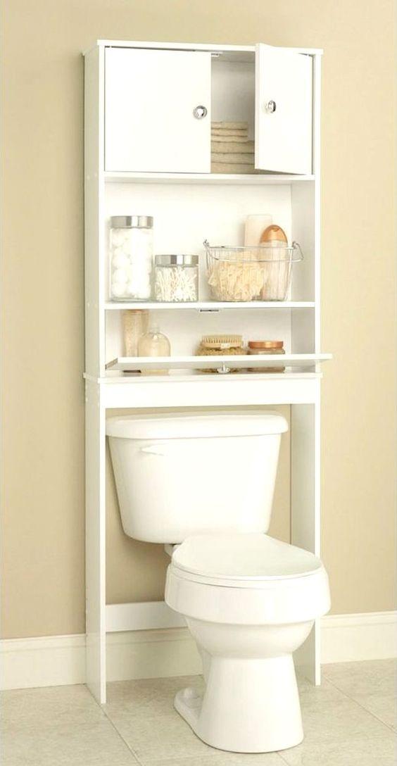 Um pequeno armário aéreo é uma solução perfeita para quem tem pouco espaço no banheiro. Excelente para organizar alguns itens de higiene.: