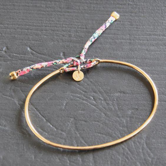 Bracelet jonc en plaqué or et Liberty finement.Pour femme et jeune fille (poignet fin). Fabriqué main en France.  http://ticha.bigcartel.com