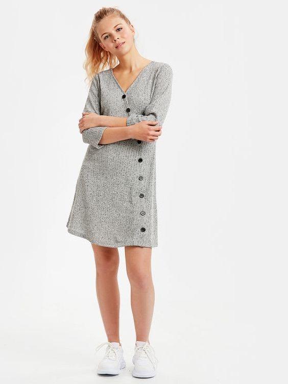 Lcw Bayan Elbise Modelleri Gri Kisa V Yaka Aksesuar Dugme Detayli Elbise Beyaz Spor Ayakkabi Moda Stilleri Elbise V Yaka