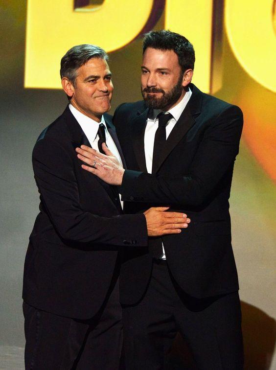 Pin for Later: Ben Affleck hat immer noch den verführerischsten Blick Oder auch mit George Clooney